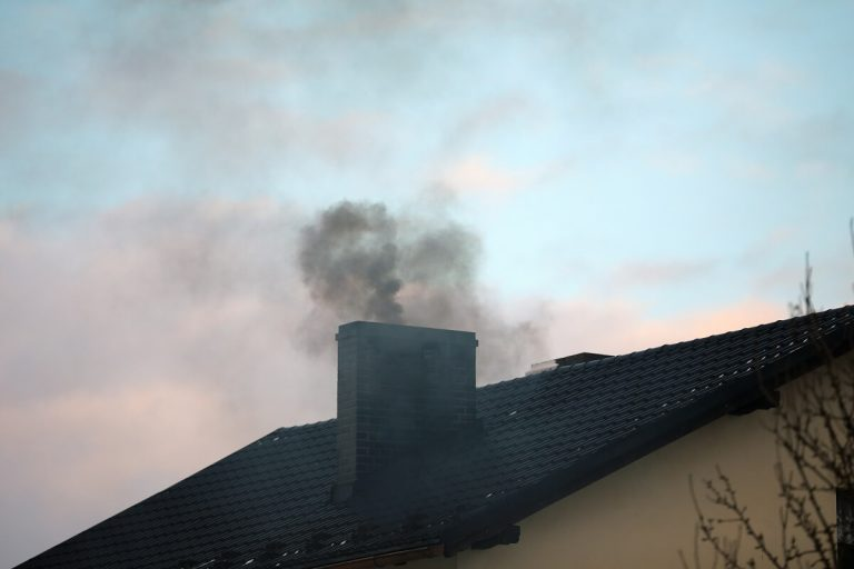 Brak ciągu w kominie - przyczyny i skutki
